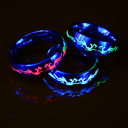 glow in the dark schmuck